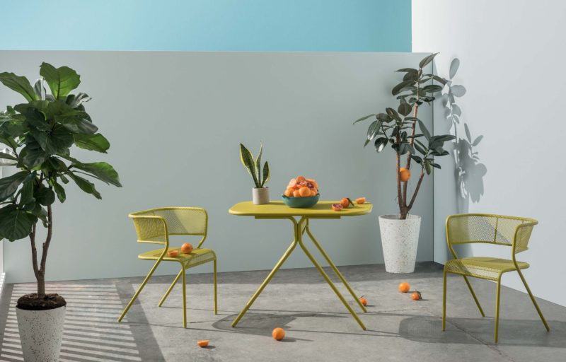 Mobilier de jardin jaune