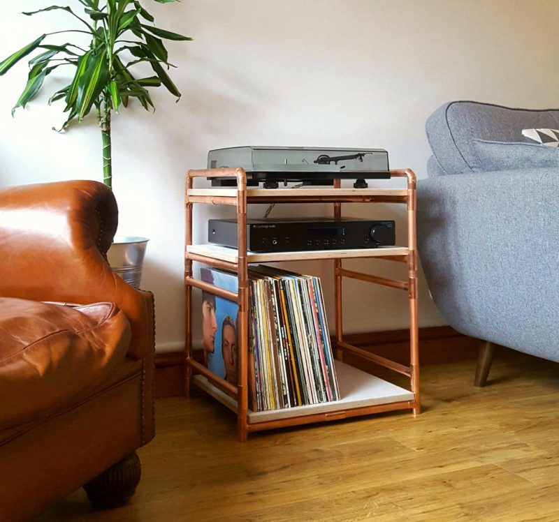 Petit meuble en cuivre pour platine et vinyles