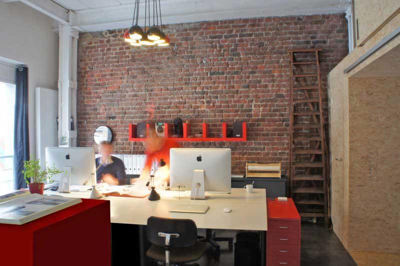 Bureau avec mur en briques