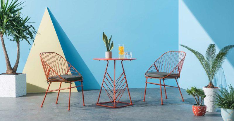 Chaise de jardin en metal rouge en soldes par made