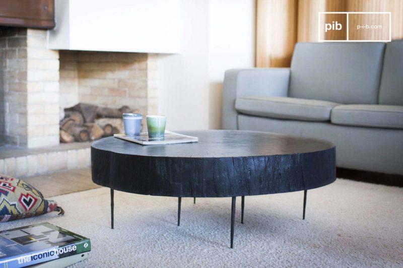 Table basse en tronc noir brulé