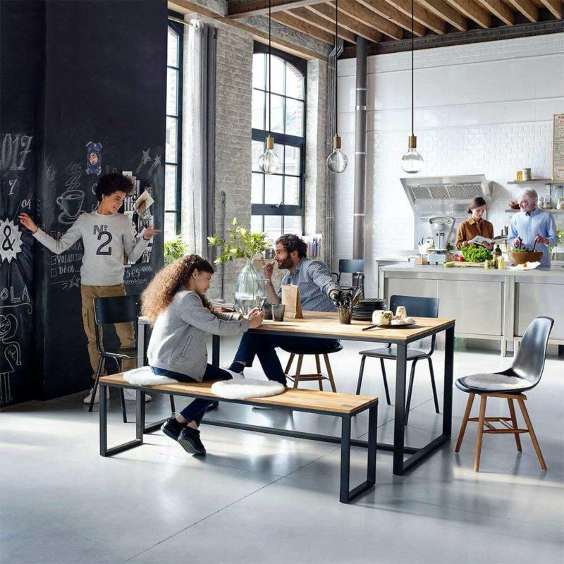 Table style industriel pour 8 personnes