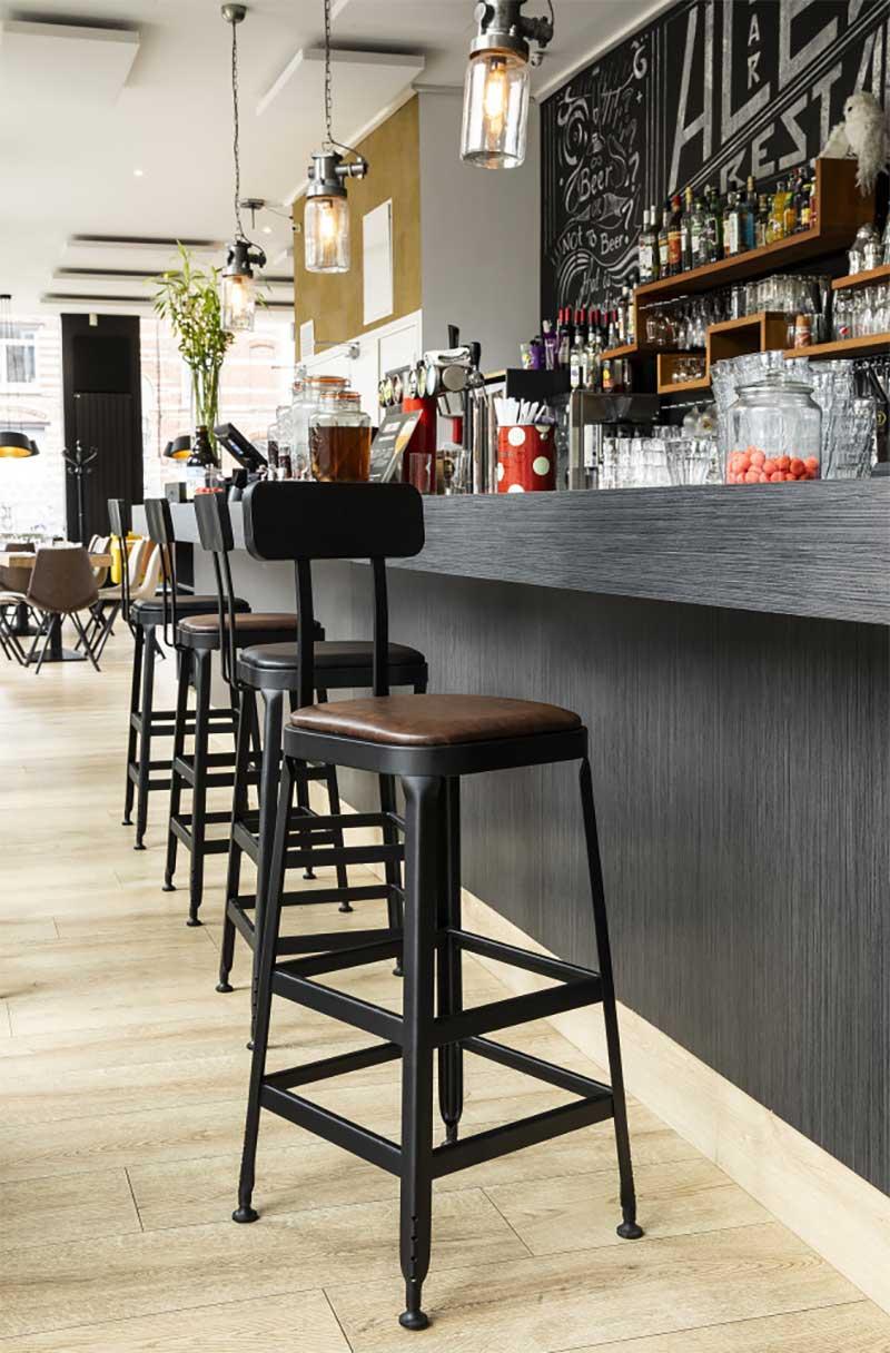 Chaise de bar style vintage en métal et simili-cuir