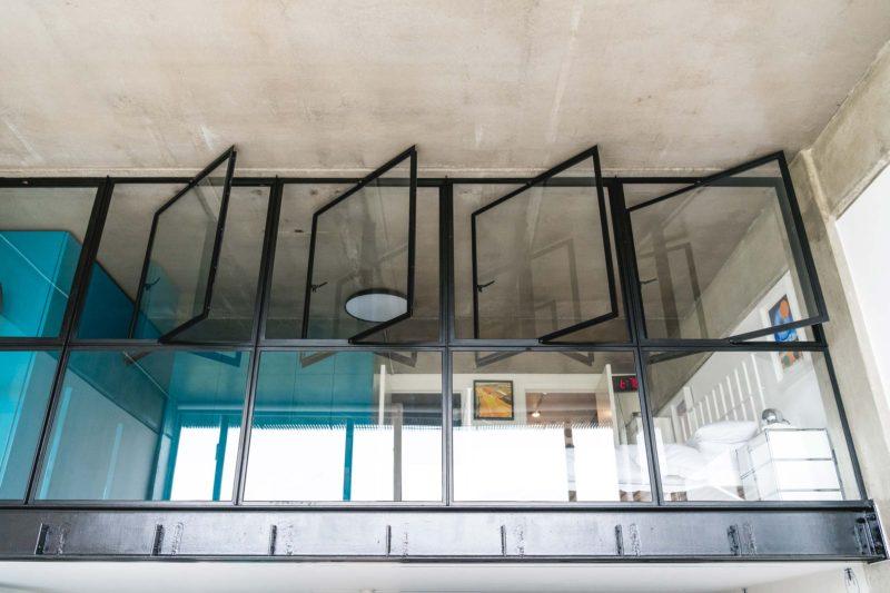 Mezzanine fermée par une verrière