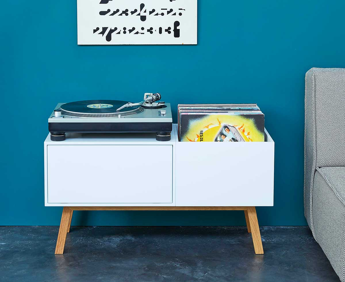 Meuble pour ranger des vinyles créé avec le système Cubit