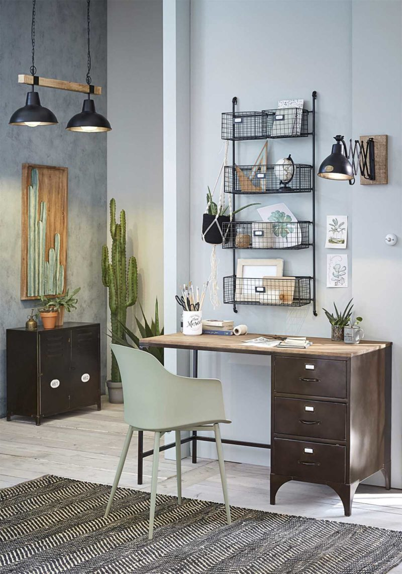 Bureau industriel avec plateau en bois et tiroirs en métal
