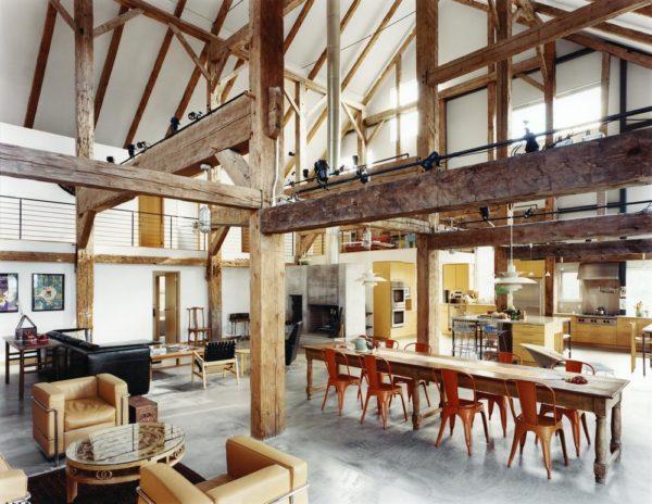 Loft dans une grange avec poutres en bois