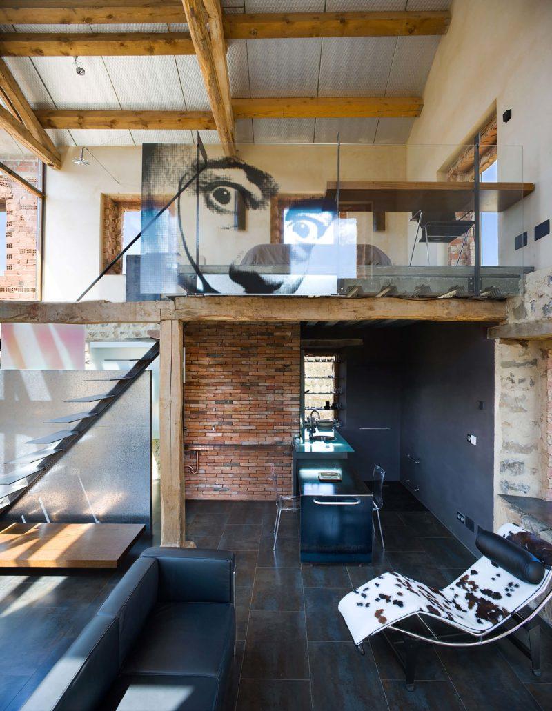 Loft avec déco Salvador Dalí