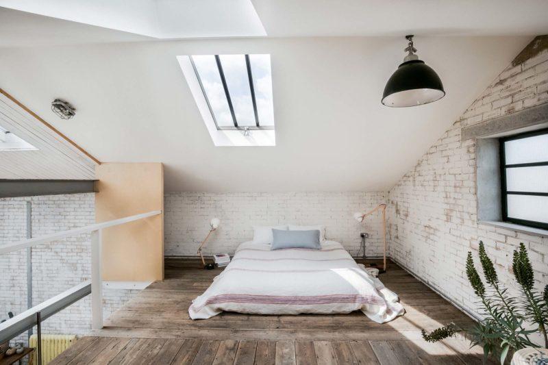 Chambre sous les combles dans un loft