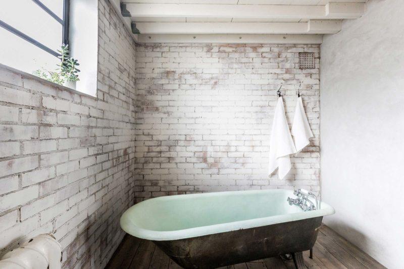 Salle de bains avec beignoire vintage