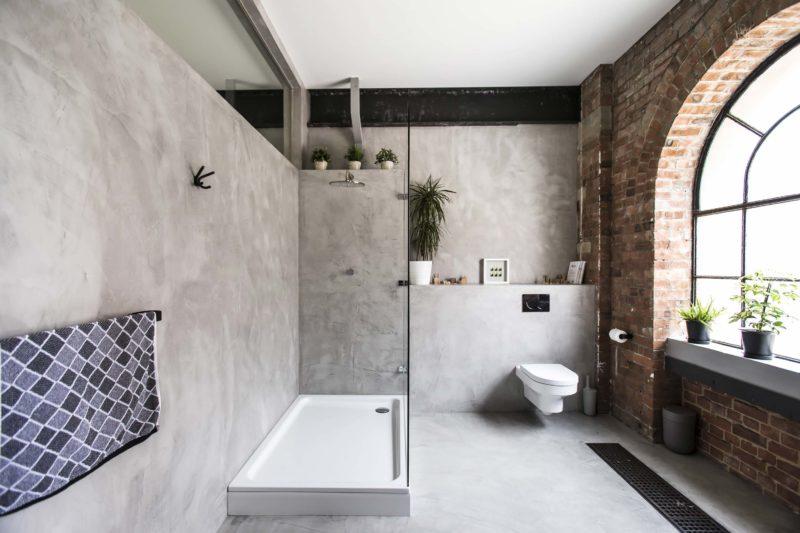 Salle de bains avec murs et sol en béton ciré gris