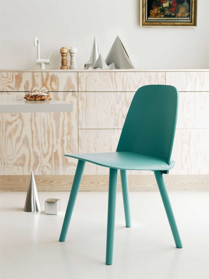 Chaise scandinave en bois par Muuto