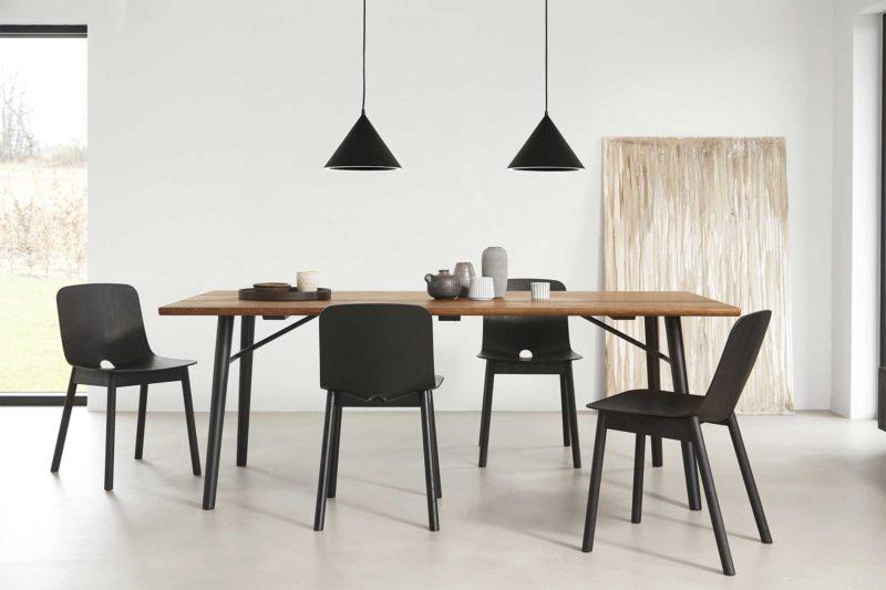 Chaise scandinave noir au design moderne