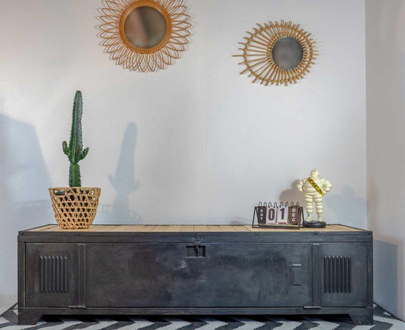 Vestiaire transformé en meuble TV