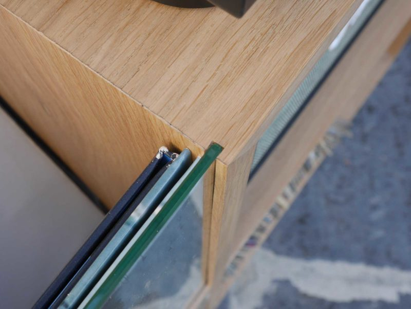 Meuble vinyles avec vitre