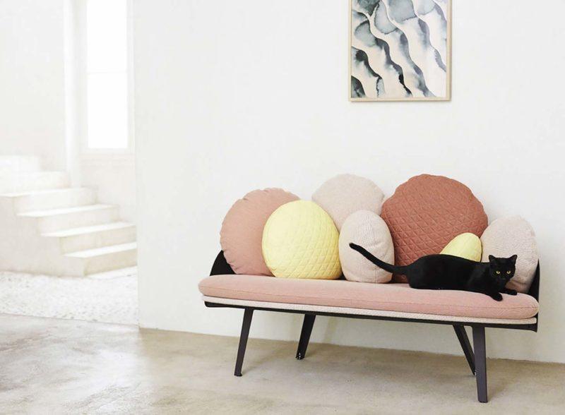 Canapé original avec coussins
