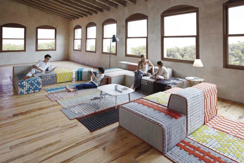 Système modulable de canapé-tapis