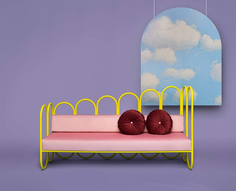 Canapé original jaune et rose inspiré des années 80