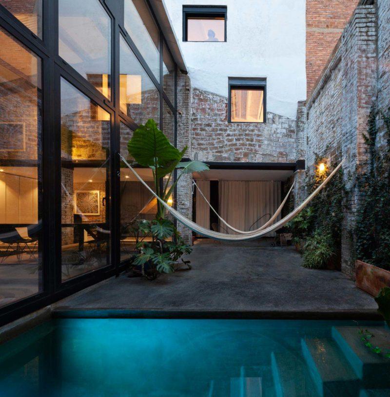 Patio avec petite piscine