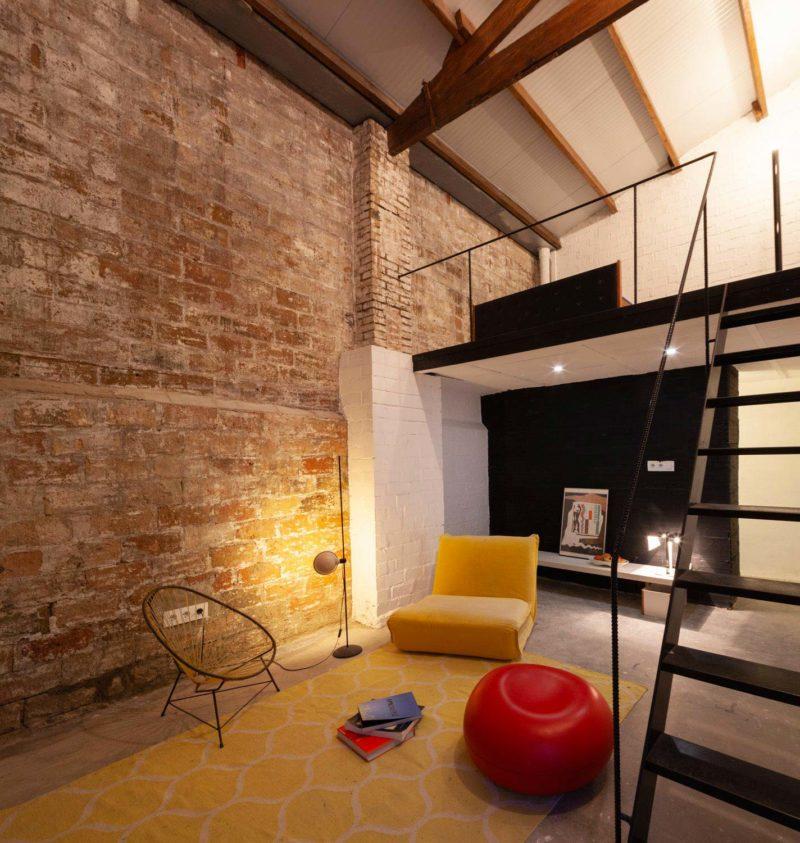 Loft à Barcelone avec charpente en bois apparente