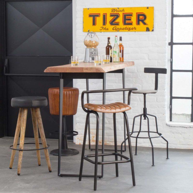 Table de bar avec plateau en bois brut