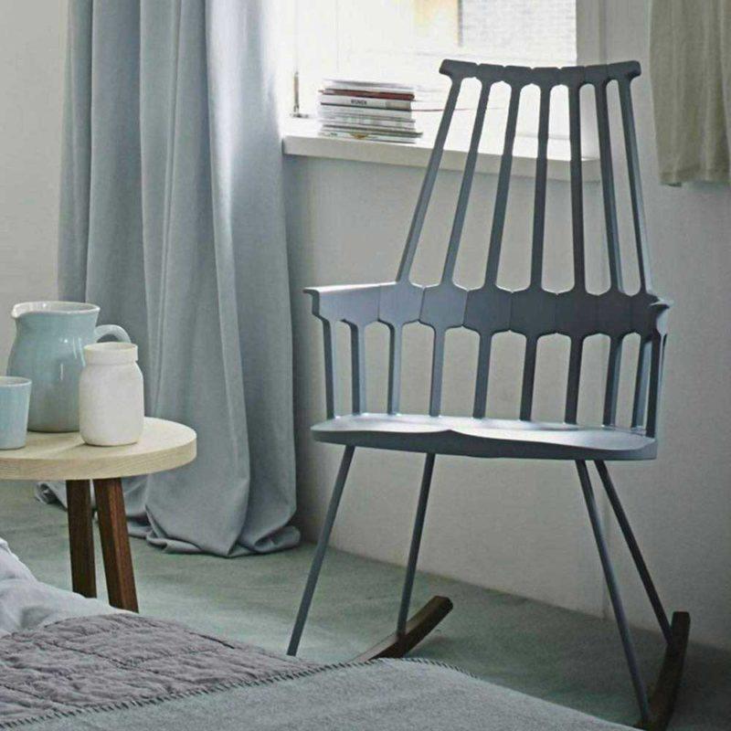 Chaise à bascule dans une chambre