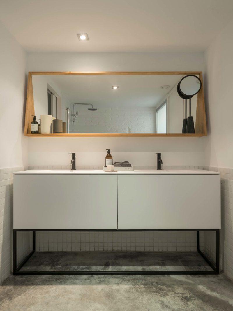 Grand meuble sous vasque blanc au design moderne