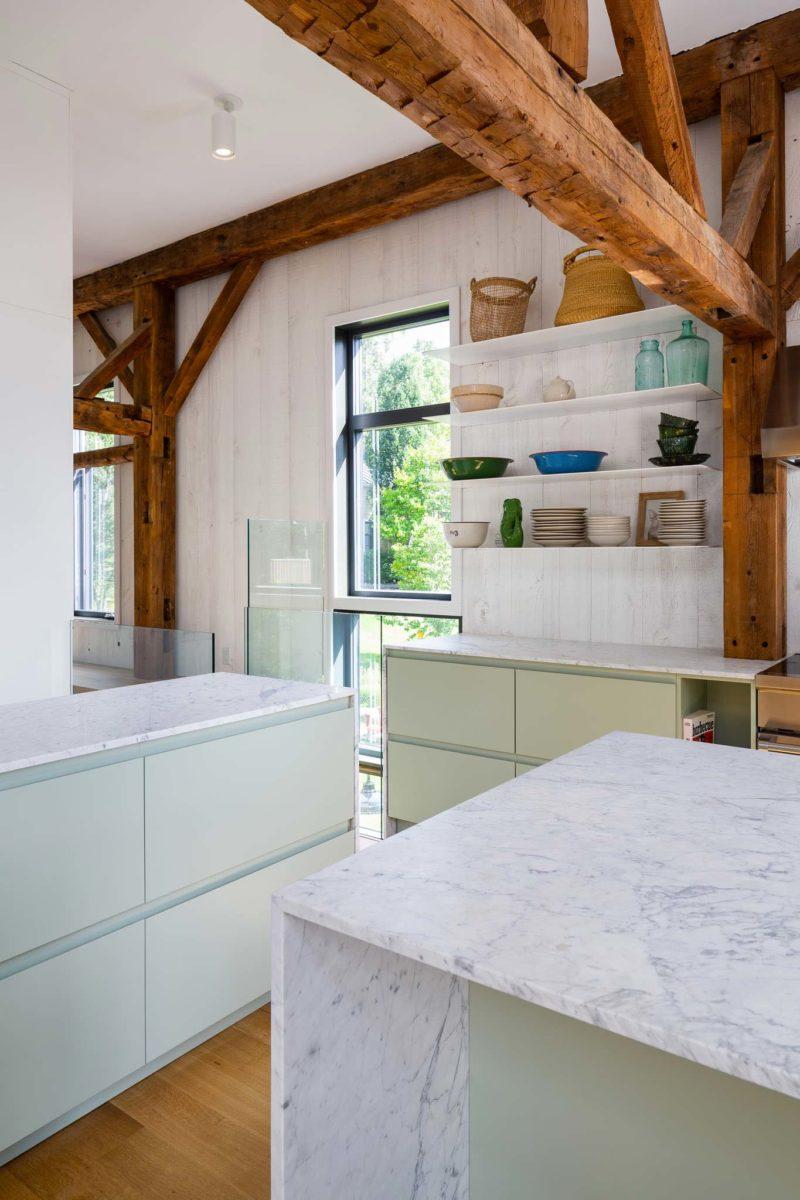 Cuisine blanche avec plateau marbre