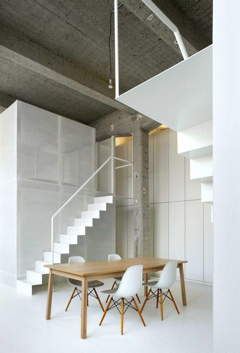 Escalier blanc au design épuré