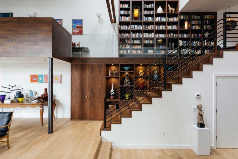Escalier habille de bois avec garde corps en métal