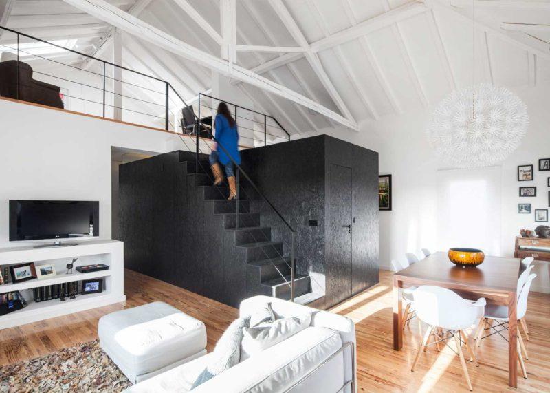 Escalier noir en OSB