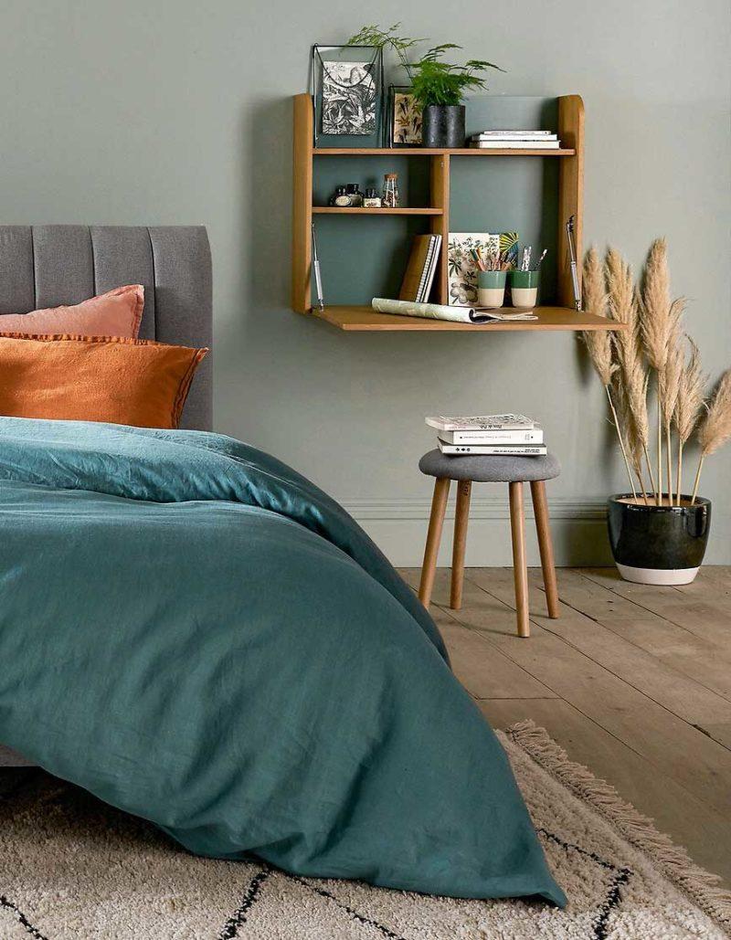 Bureau pliable en bois intérieur coloré