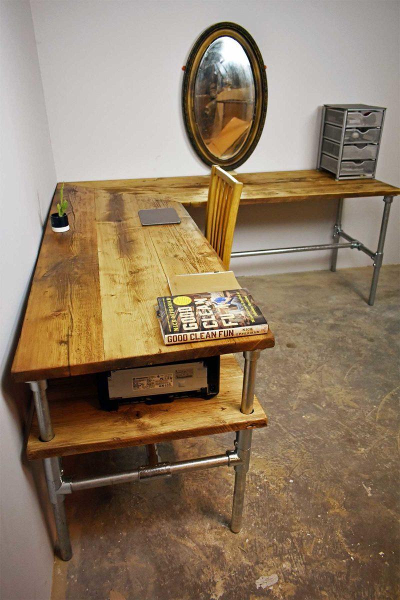 Bureau d'angle industriel en bois et métal