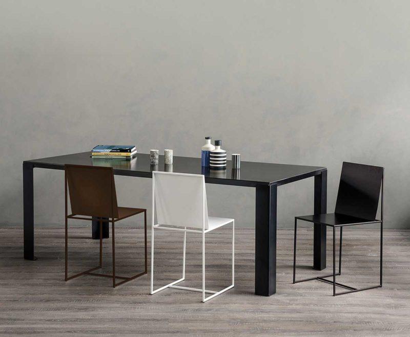 Chaise de salle à manger blanche en métal
