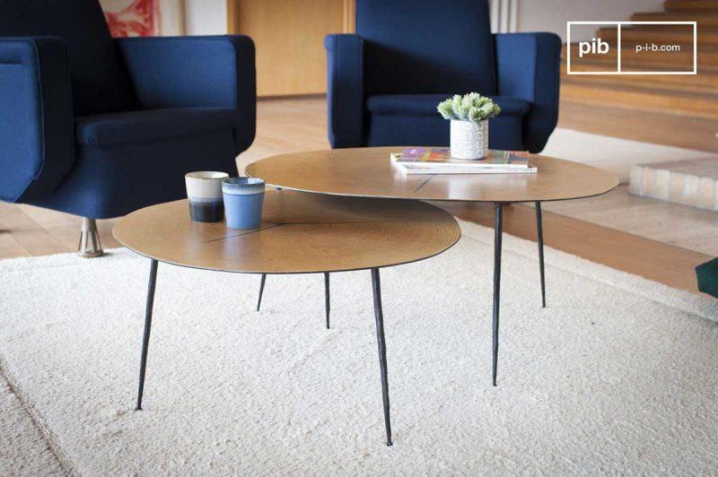 Table basse fine avec pieds noirs pour une déco scandinave