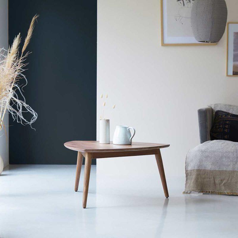 Table de salon bois foncé triangle