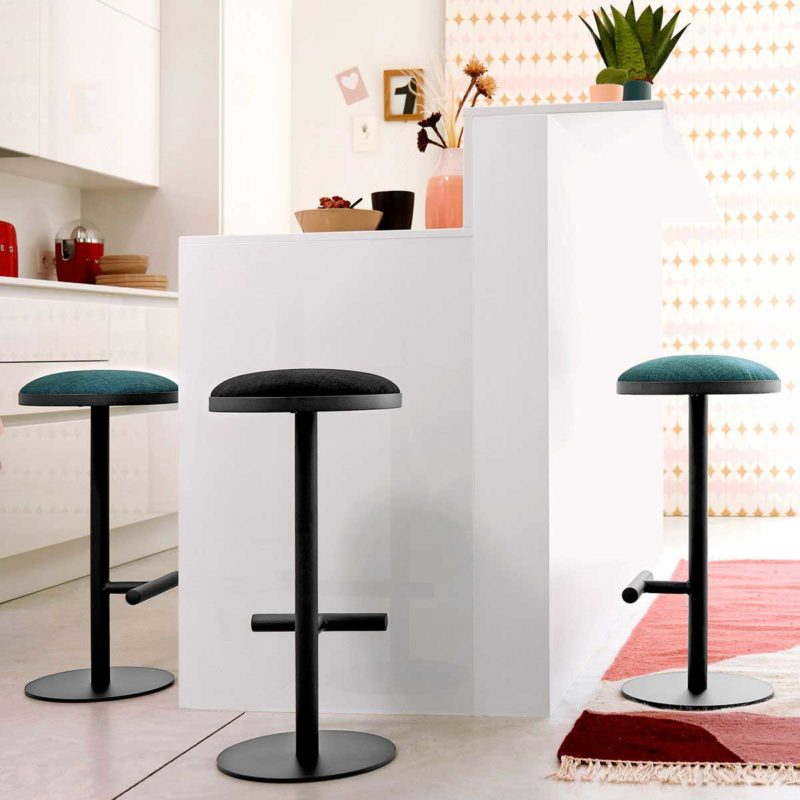 Tabouret de bar design avec assise confortable en mousse