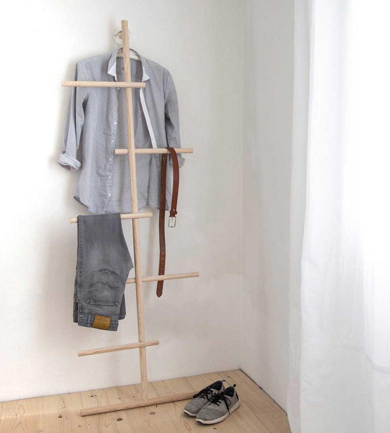 Valet de chambre en bois au design original