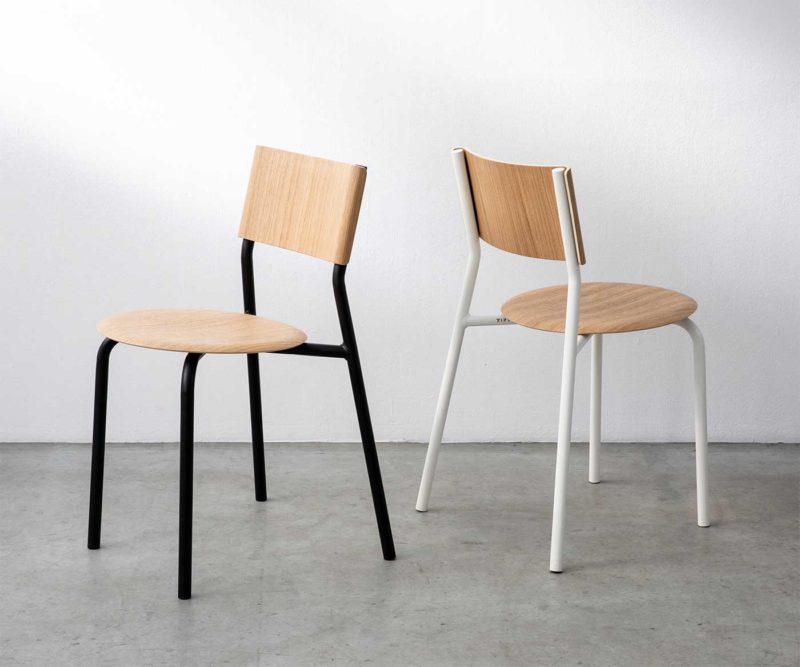 Chaise originale en métal avec assise bois