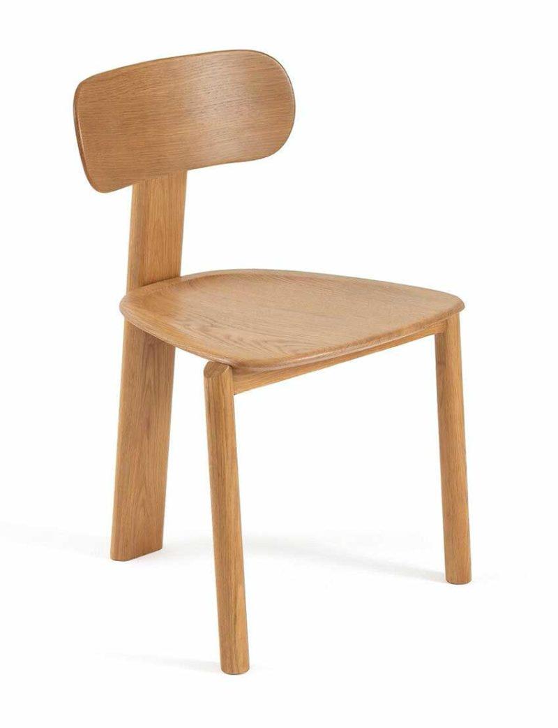 Chaise originale avec trois pieds