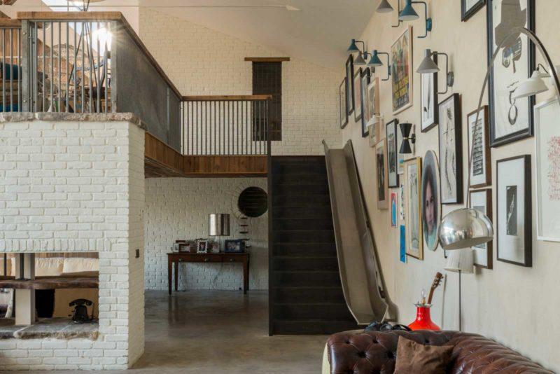 Escalier avec un toboggan