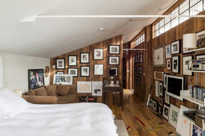 Chambre en sous pente avec lambris