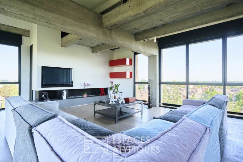 Salle avec table basse industrielle