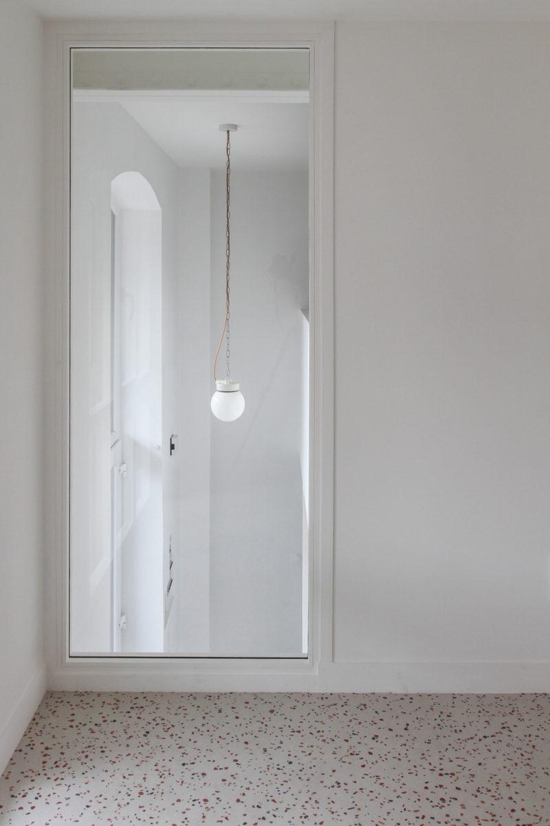 Chambre avec menuiserie intérieure
