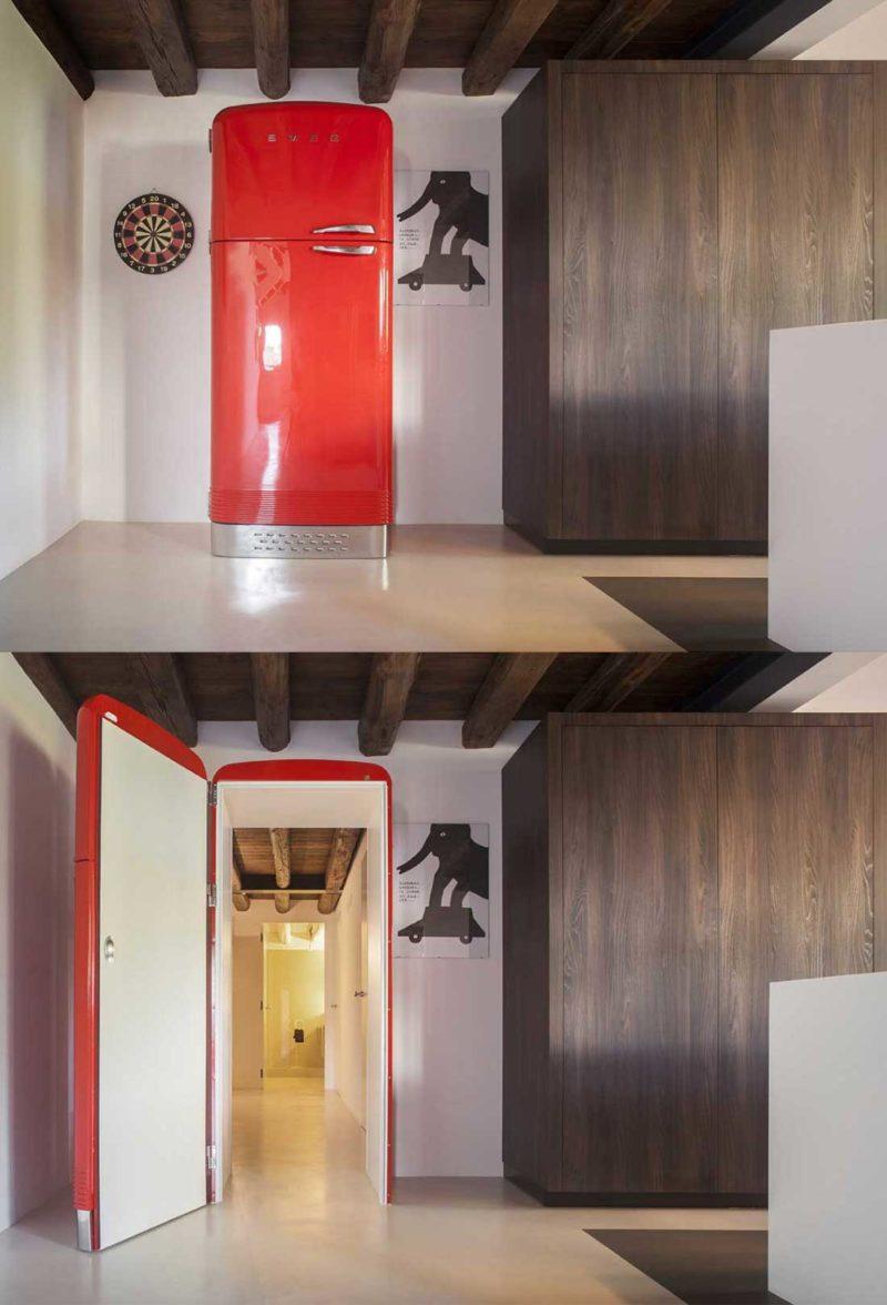 Une porte dérobée réfrigérateur rouge