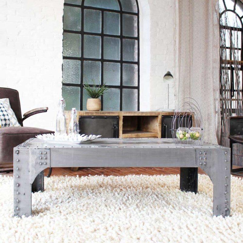 Table basse industrielle à rivets en métal