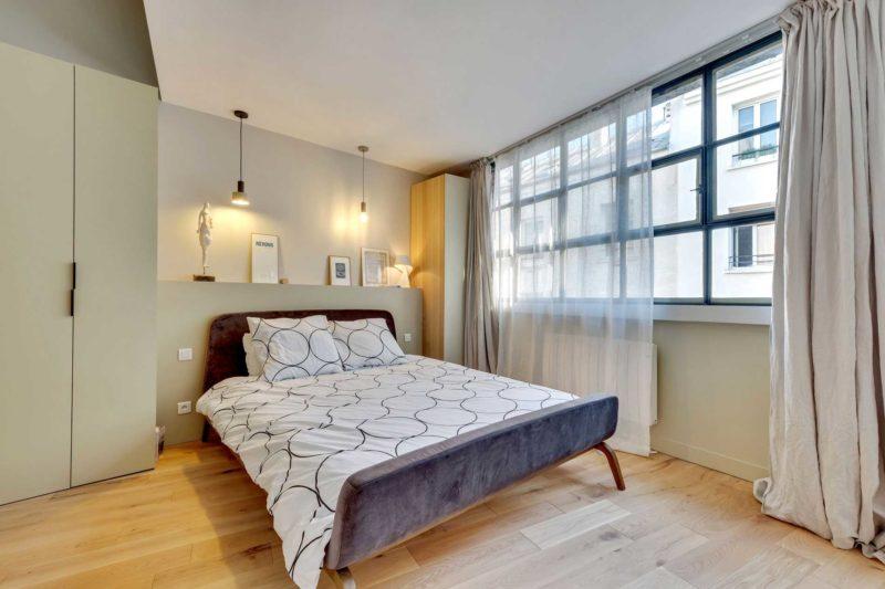 Chambre avec tête de lit en placo