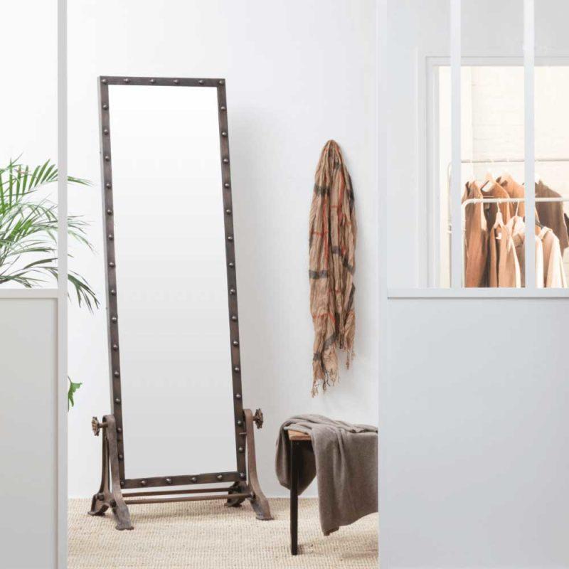 Miroir sur pied industriel