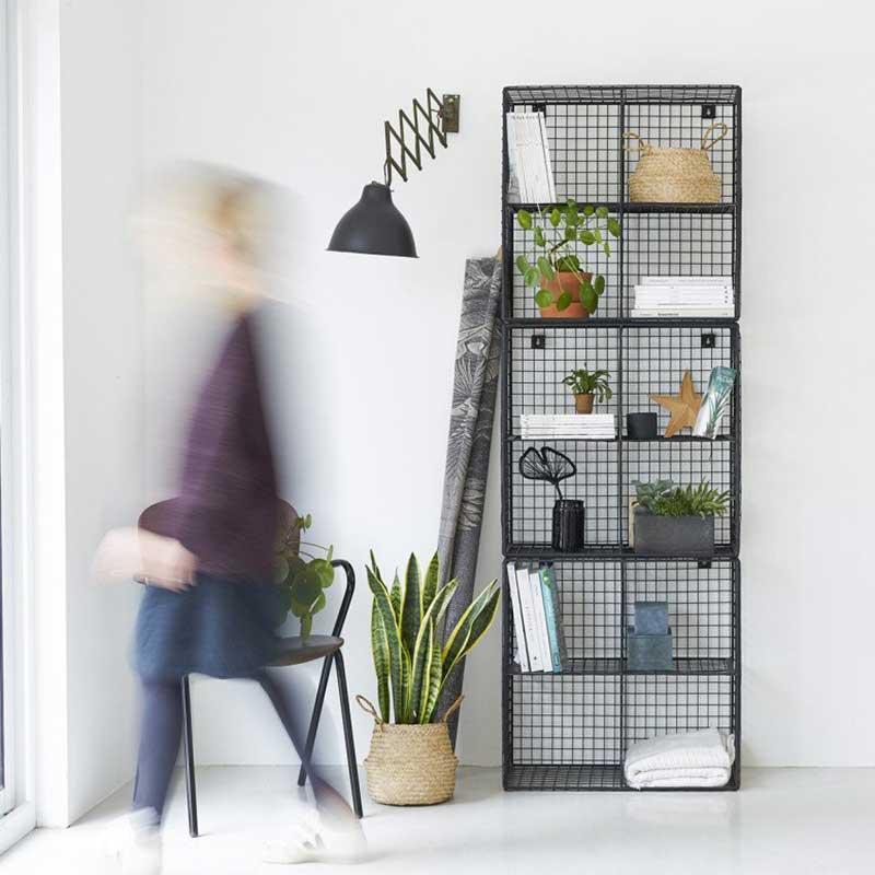 Bibliothèque industrielle : 30 étagères en métal et bois
