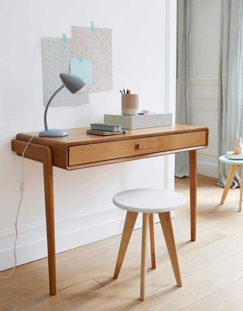 Console au design style vintage utilisée comme bureau gain de place